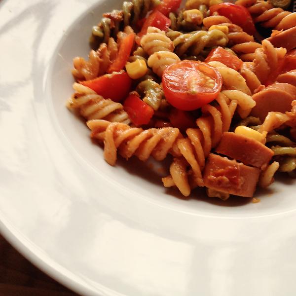 Rezept: Sommerlicher Nudelsalat mit Pesto