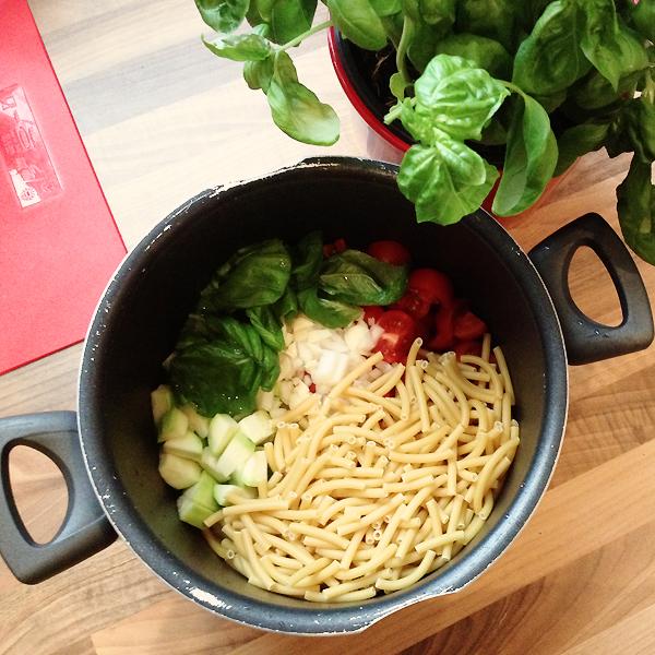 Rezept: One-Pot-Pasta mit Tomaten & Zucchini