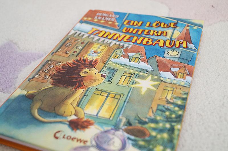 Kinderbuch-Adventskalender | 3. Dezember | Der Löwe unterm Tannenbaum